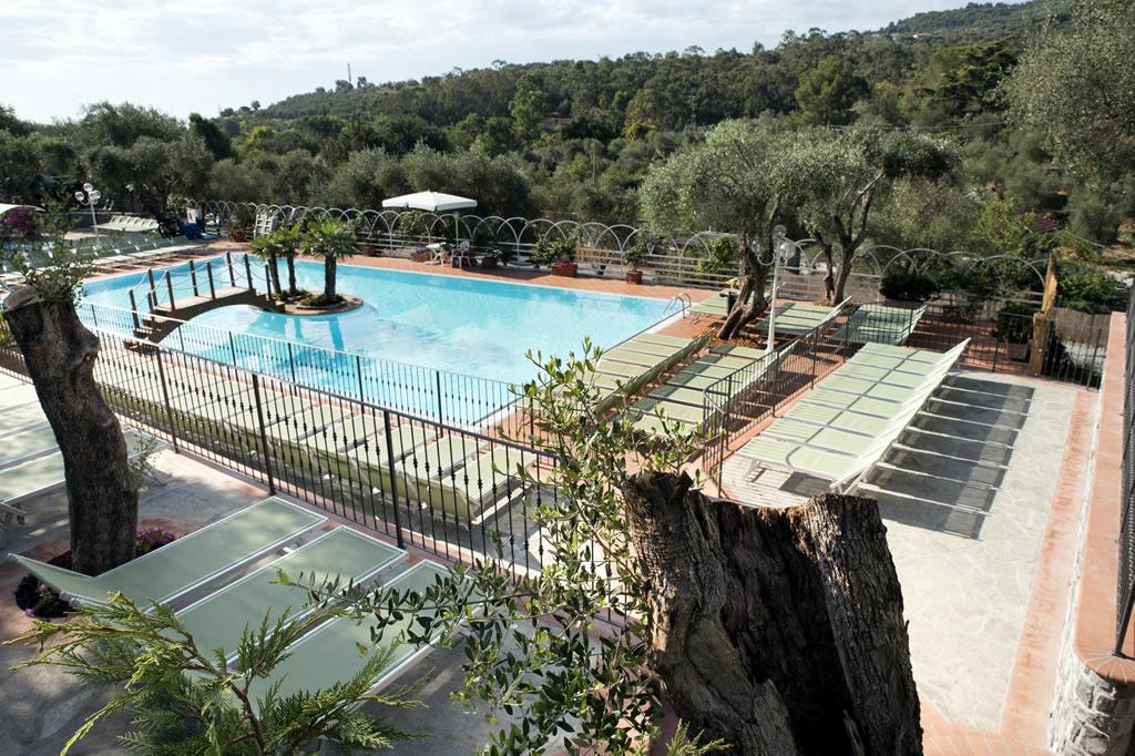 Riviera dei fiori camping con piscina liguria campeggio - Del taglia piscine chiude ...