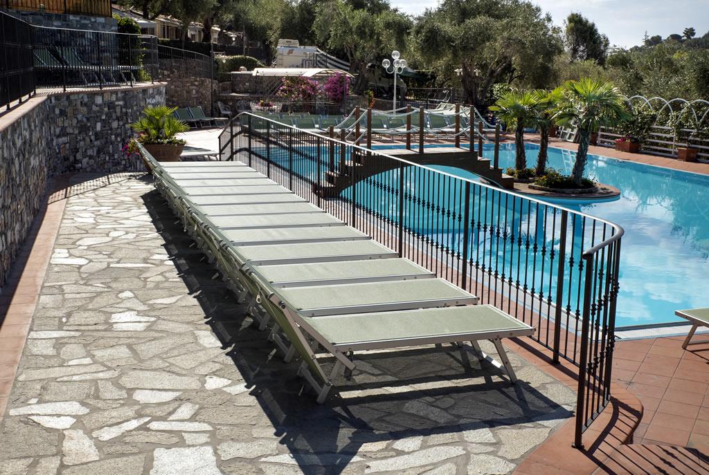 Riviera dei fiori camping con piscina liguria campeggio for Camping con piscina climatizada